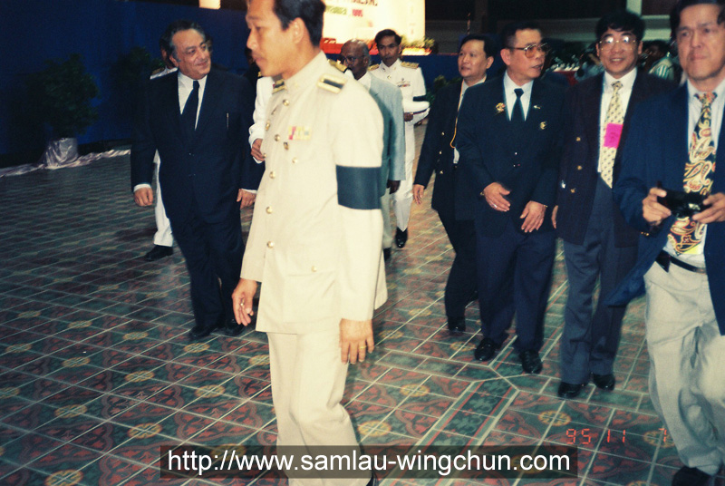 Entering the meeting hall with the WBC president Jose Sulaiman and brothers of the King of Thailand