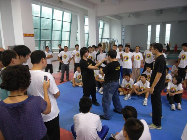 Demostrating Chi Sau with Coach Lau Tak Tai